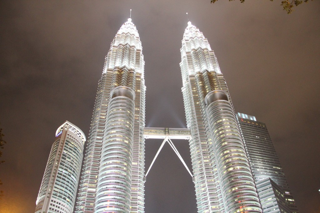 petronas-towers-480672_1280
